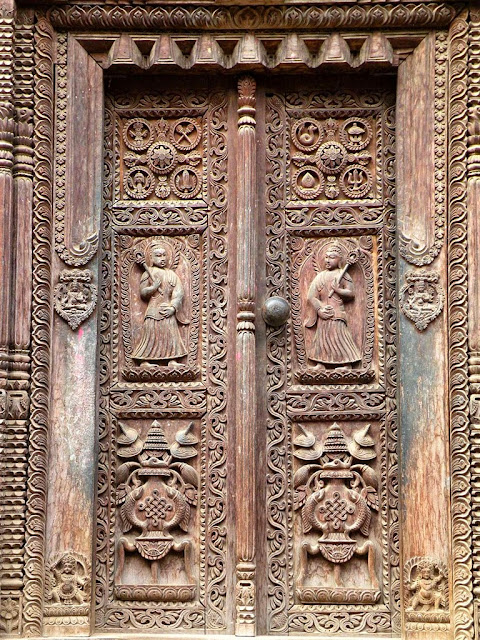 Woodcarving of Nepal, doors