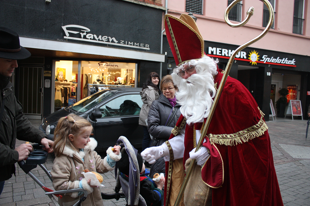 A Holiday Queen S Blog December 6th Is St Nicholas Day