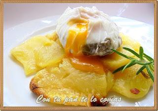Huevos poche con setas y jamon