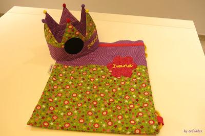 Corona d'aniversari amb tela de pissarra a www.enfilades.cat