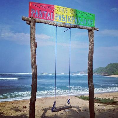 Sebuah ayunan yang ada di sekitar Pantai Pasir Panjang. Foto oleh @jhon_1411