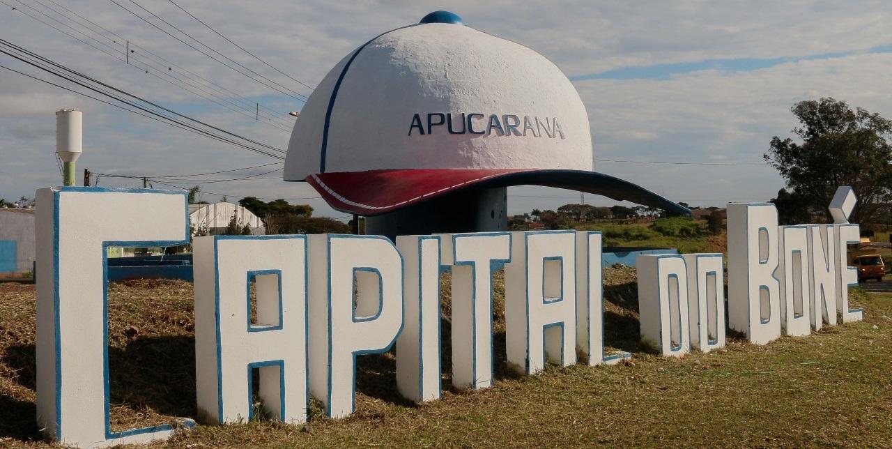 """APUCARANA - """"Bonezão"""" recebe nova pintura na Capital do Boné 22f4b1ed894"""