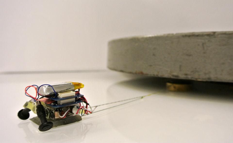 MicroTugs - Robôs levantam até 2000 vezes seu próprio peso.