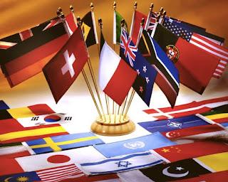 La langue, c'est la grande question de l'identité, en général, et de l'identité culturelle en particulier qui est posée et que je voudrais développer ici, devant vous, sous votre regard, en présence de vos oreilles. D'autant que quand on enseigne une langue étrangère, on sait, même si c'est difficile, que son enseignement est inséparable de l'enseignement de la culture du pays qui s'y attache.