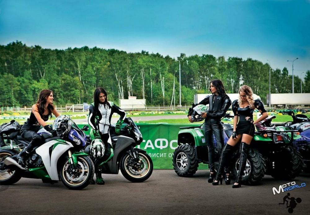 Сексуальные девушки на мотоциклах (22 фото)