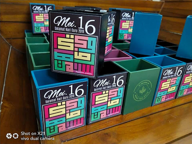 Hadiah hari Guru 2019 Wooden pen holder Khat Kufi