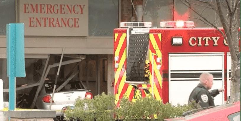 Водитель автомобиля намерено врезался в больницу