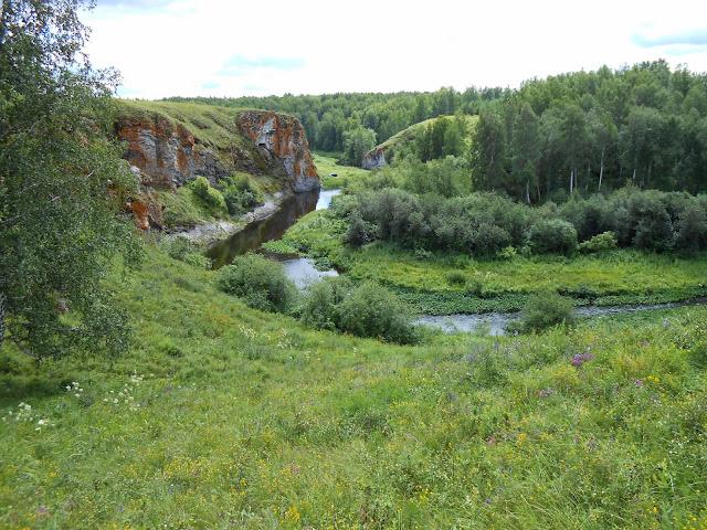 Река Багаряк среди скал и леса