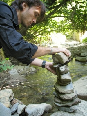 Echilibrare piatra pe rau