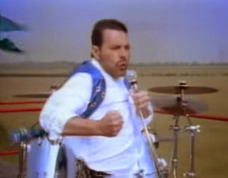videos-musicales-de-los-90-queen-show-must-go-on