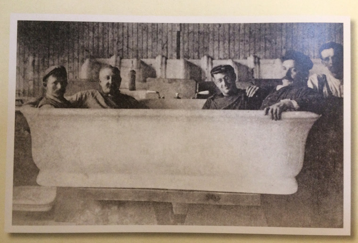 The Bathtub That President Taft Insisted Was Not Installed In The White  House. Photo From President Taft Is Stuck In The Bath.