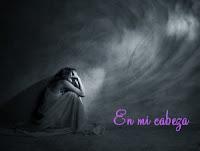Imagen de chica con gran sufrimiento encogida