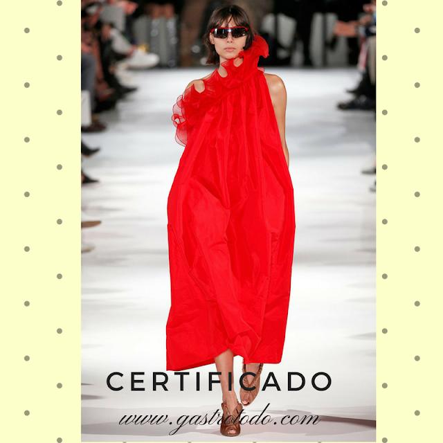 El vestido rojo es fetiche del verano.