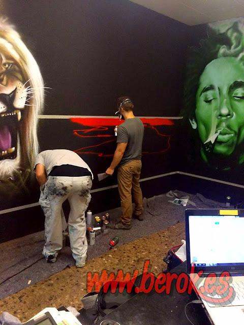 Graffitis de Bob Marley y León en Hospitalet de Llobregat