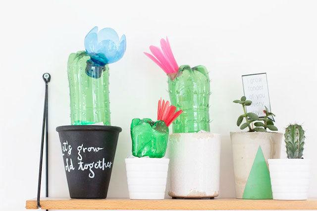 botellas de plástico reciclas convertidas en cactus decorativos