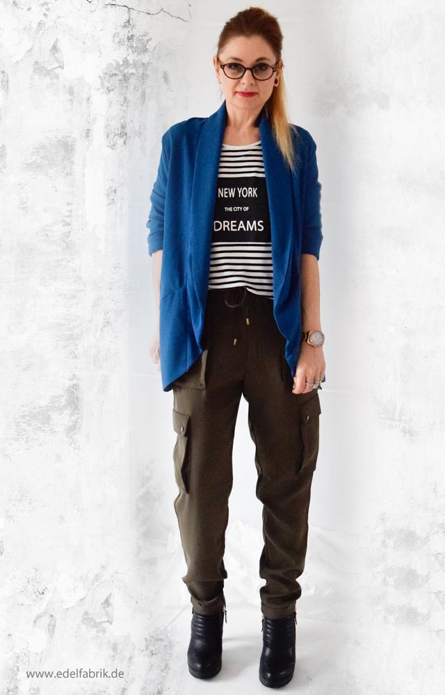 Olivgrüne Military Cargohose, Streifenshirt, Blauer Blazer, Outfit, die Edelfabrik