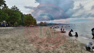 Jelang Ramadhan, Warga Ramai-Ramai Ke Pantai Lhok Me Aceh Besar