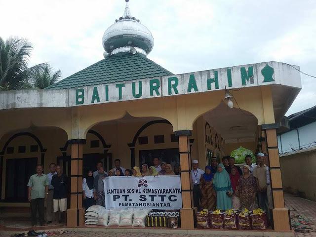 PT. STTC berbagai bantuan sosial kemasyarakat kepada Kaum Duafa di Mesjid Baiturrahim Keluarahan Tambun Nabolon kecamatan Martoba kota Pematangsiantar