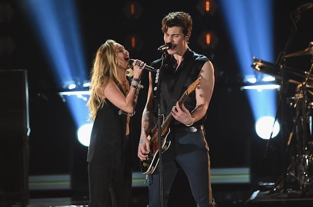 Shawn Mendes se une a Miley Cyrus para performance épica no Grammy