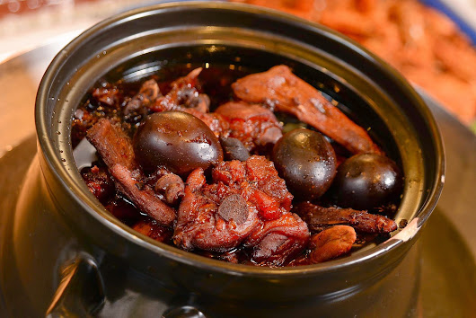 "Authentic Chinese delicacies ""Pig's Feet (Trotters) with Ginger & Vinegar"" 中國傳統美食「豬腳薑」"