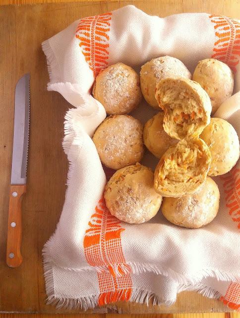 Bułki z marchewką i płatkami owsianymi / Carrot and Oat Bread Rolls