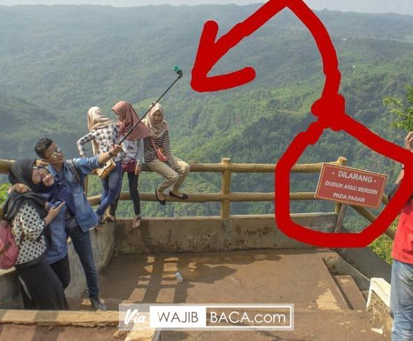 Foto Ini Tuai Banyak Kritkan Dari Netizen, Lihat Panahnya...