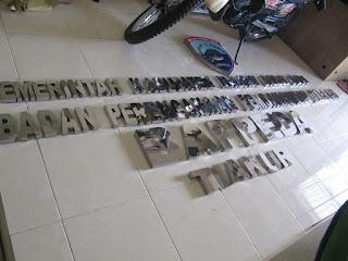 Huruf Timbul Nama Perusahaan Bahan Stainless Steel - Furniture Semarang