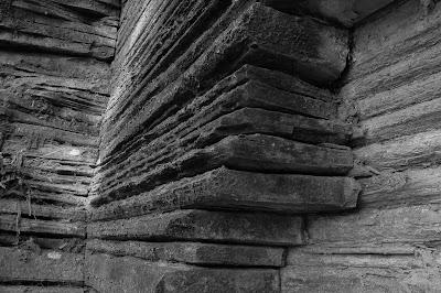Camadas que formam o varvito no Parque do Varvito em Itu