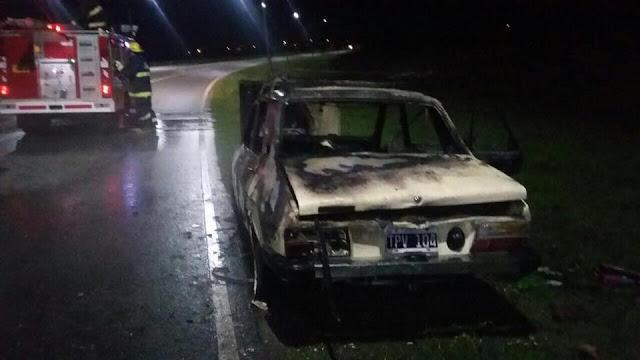 Se incendió un Renault 12 en Justiniano Posse
