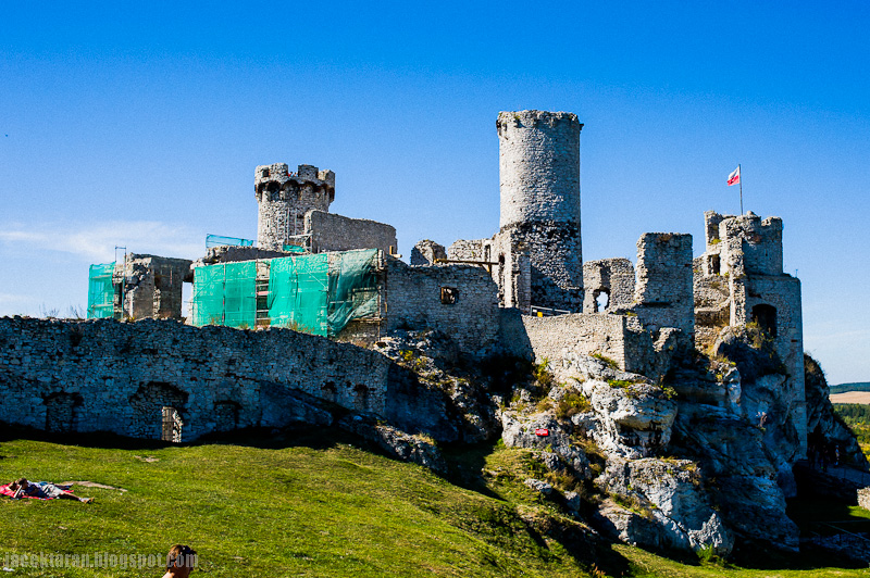 zamek ogrodzieniec, komercja, ruiny w ogrodziencu, jacek taran
