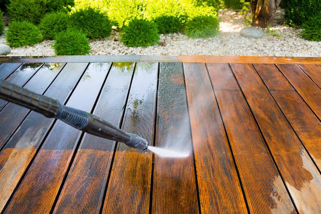 holz gartenhaus wie sch tzen sie die terrasse vor regen und wetter pineca. Black Bedroom Furniture Sets. Home Design Ideas