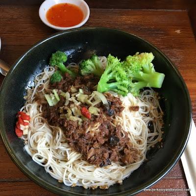 #279 vegetarian handmade thin noodles at Chun Shui Tang Cultural Tea House in Taichung, Taiwan