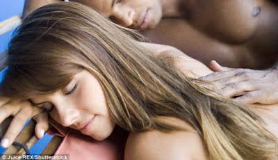 Pasangan tidur bersama