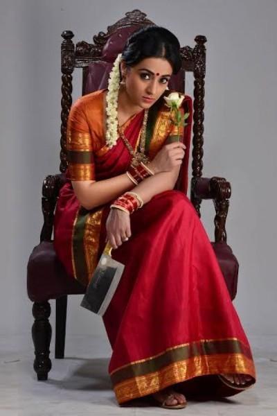 trisha krishnan look sexy and glamorous in Saree in the photoshoot
