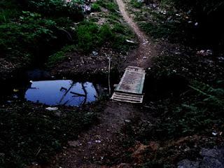 Ponte que separa o lado Jaraguá e o lado São Domingos do Conjunto Habitacional Turística