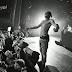 Joey Bada$$ faz incrível freestyle com apoio de fãs em show