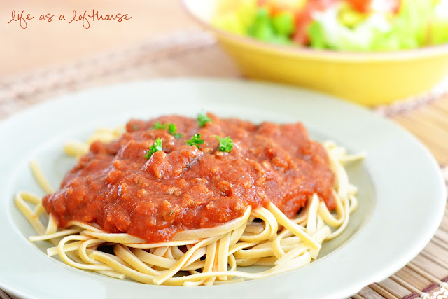 Easy and delicious homemade spaghetti sauce. Life-in-the-Lofthouse.com