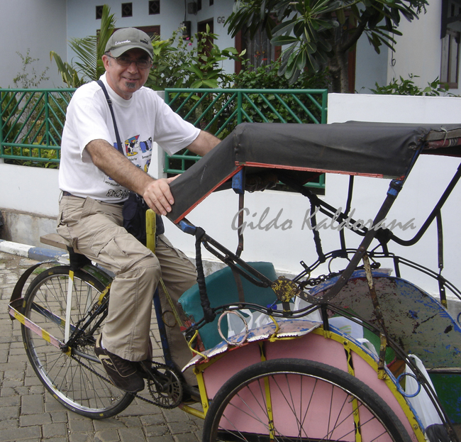 Con la becak, ese triciclo indonesio