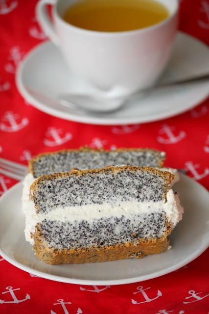 piegusek, ciasto na białkach, ciasto z makiem, mak