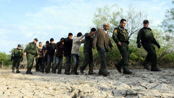 EE.UU. detiene número récord de migrantes en frontera con México