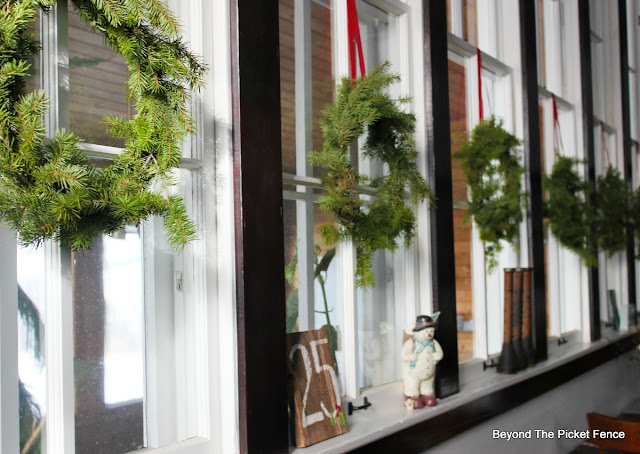 Christmas wreath, old windows, old schoolhouse, Christmas decor, https://goo.gl/xpejCP