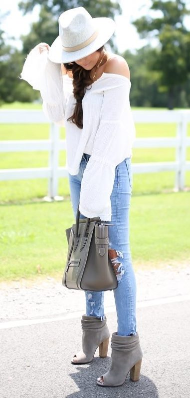 what to wear with a white hat : white blouse + bag + rips + boots