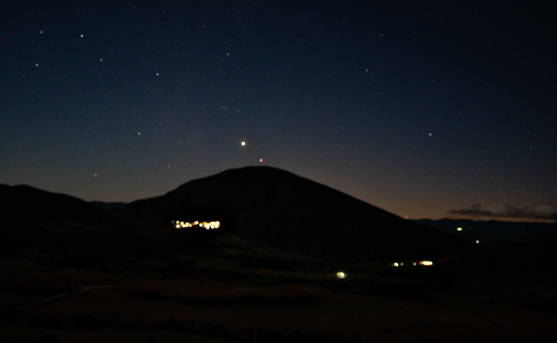 El planeta Venus sobre Palo