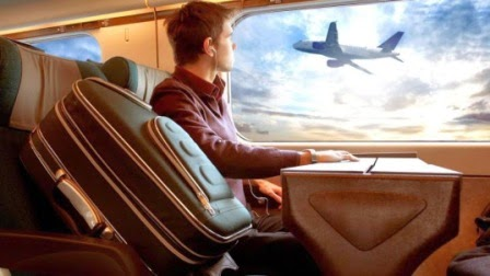 kelebihan solo traveling