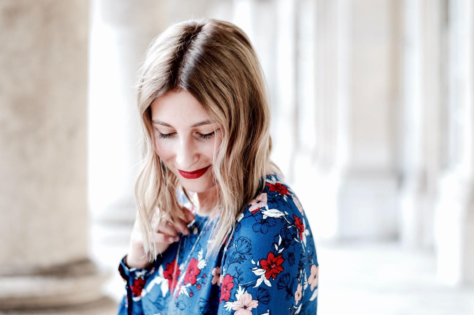 look de rentrée : robe à fleurs et blazer