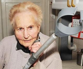 Foto de una abuela con cabello corto