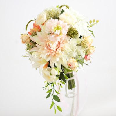 ダリアのティアドロップブーケ(コーラル) -ウェディングブーケと花髪飾りairaka