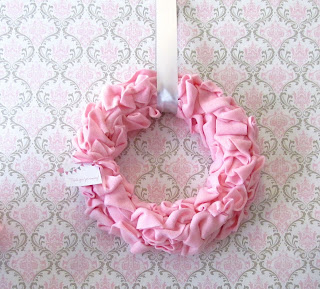 how to make a wreath out of fleece fabrc