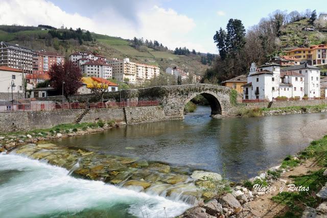 Puente de Cangas del Narcea y Barrio de Entrambasaguas