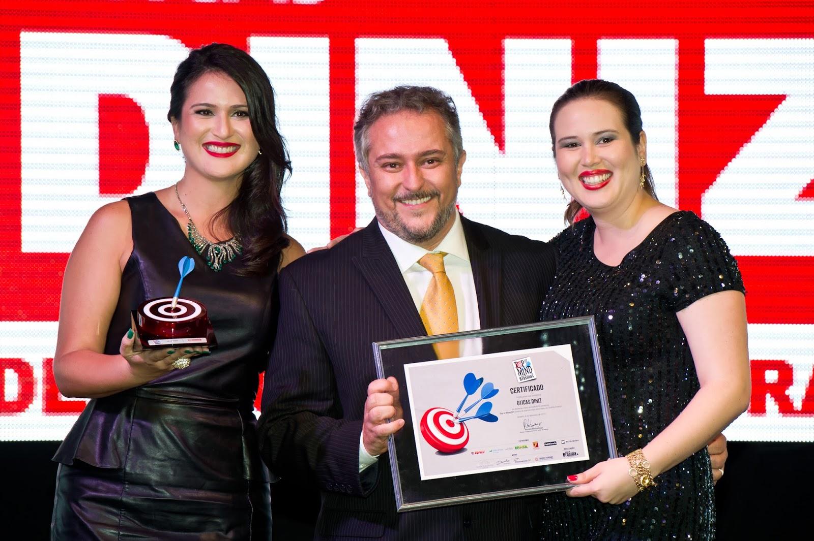 8f08e5c3c9322 Na noite de 4 de setembro as Óticas Diniz foram agraciadas, pela 8ª vez,  com o prêmio Top of Mind. A 15ª edição do evento aconteceu no Unique Palace  e ...